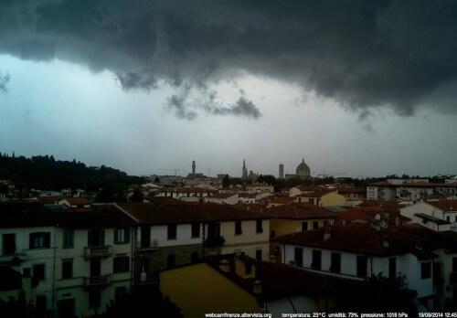 Violento temporale a Firenze, video impressionante della grandine in città