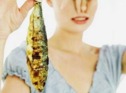 Vuoi smettere di fumare? Annusa pesce marcio
