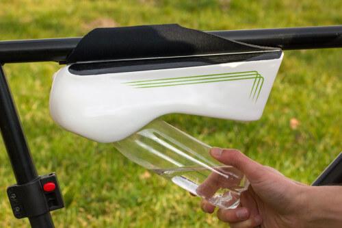 Fontus, la bottiglia che si riempie d'acqua mentre si va in bicicletta