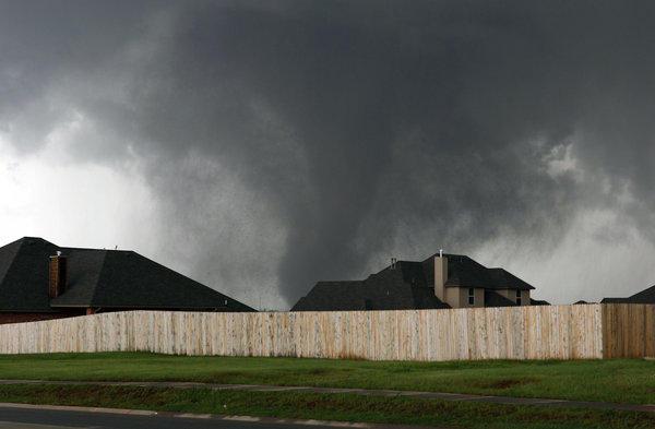 Tornado Los Angeles: impressionante video dentro al vortice