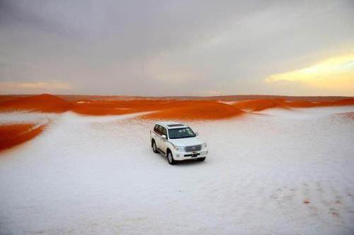 La neve raggiunge il deserto dell'Arabia Saudita