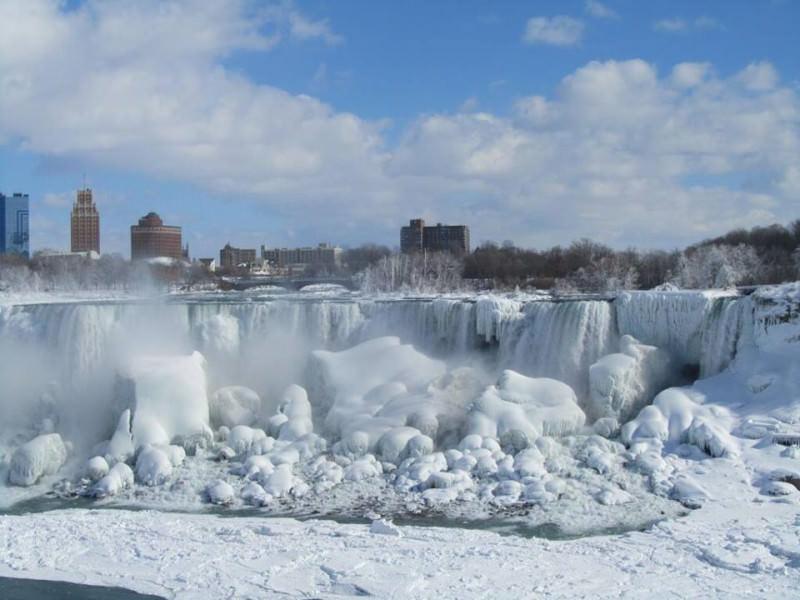 Cascate del Niagara ghiacciate, foto spettacolari