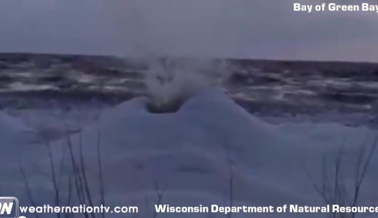 Vulcano di ghiaccio negli USA, video curioso dell'evento