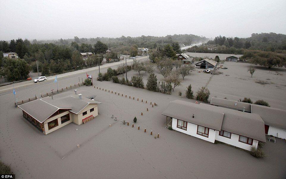 Eruzione Calbuco: la cenere seppellisce intere località, fino ad un metro di accumulo