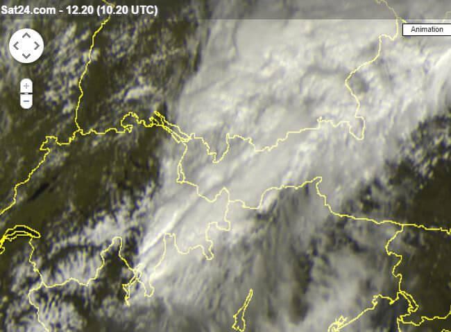 Forti temporali in atto sulle Alpi, segnalata grandine, fenomeni attesi anche in pianura, localmente