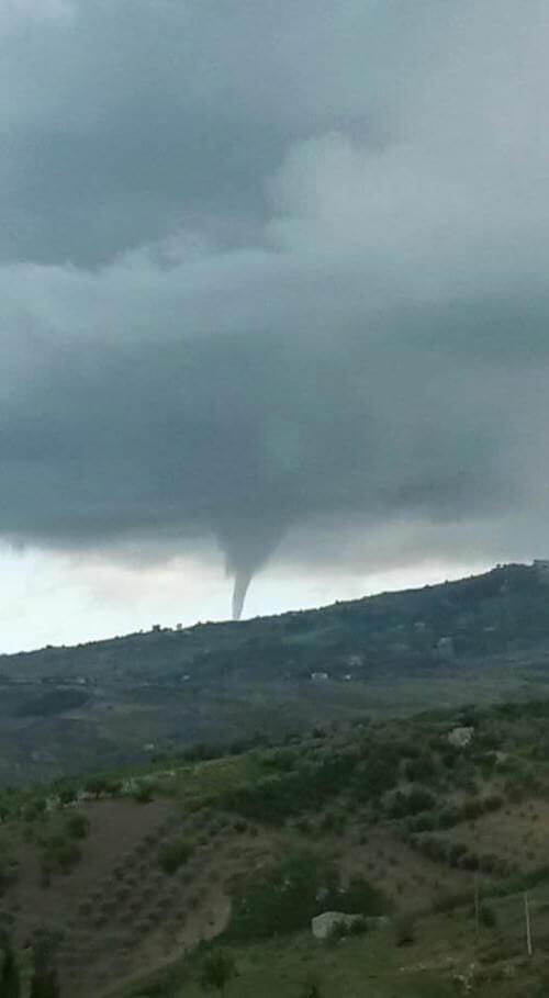 Tornado Racalmuto: segnalata tromba md'aria pochi minuti fa in provincia di Agrigento, Sicilia