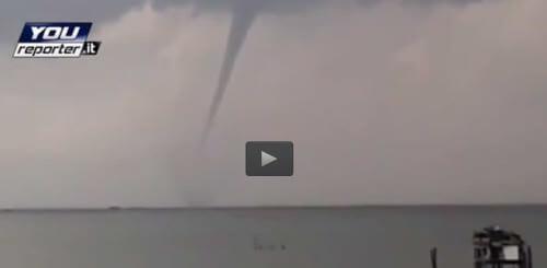 Tromba marina a largo di Venezia: spettacolare video da Pellestrina