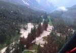 Frana a Cortina, colata di fango e ghiaia travolge due auto