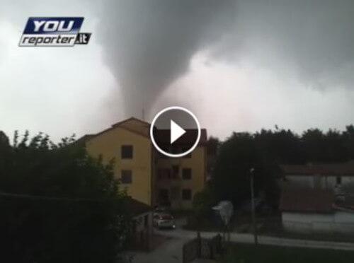 Tromba d'aria in Veneto oggi, tetti scoperchiati nel Miranese