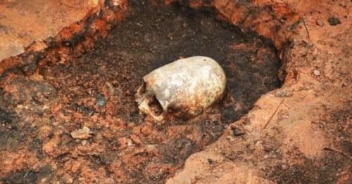 Teschio di forma allungata scoperto nella Stonehenge Russa