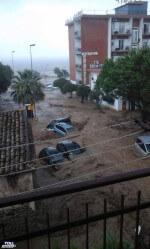 Alluvione Rossano e Corigliano Calabro: auto trascinate in mare, è un disastro in Calabria