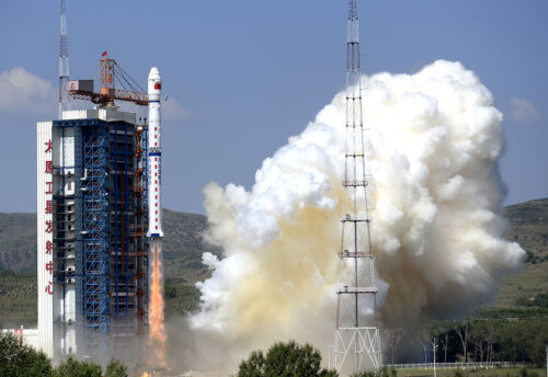 Detriti spaziali cadono su un gruppo di abitazioni in Cina, nessun ferito