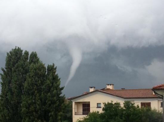 Tornado in Toscana, segnalati danni a Vada nei pressi di Rosignano Solvay