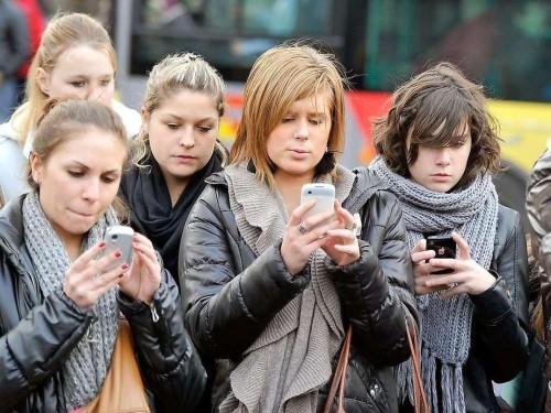 I social non peggiorano gli adolescenti, i falsi miti su Facebook