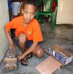 Jasuel Rivera, l'adolescente che costruisce macchine e giocattoli con materiali riciclati