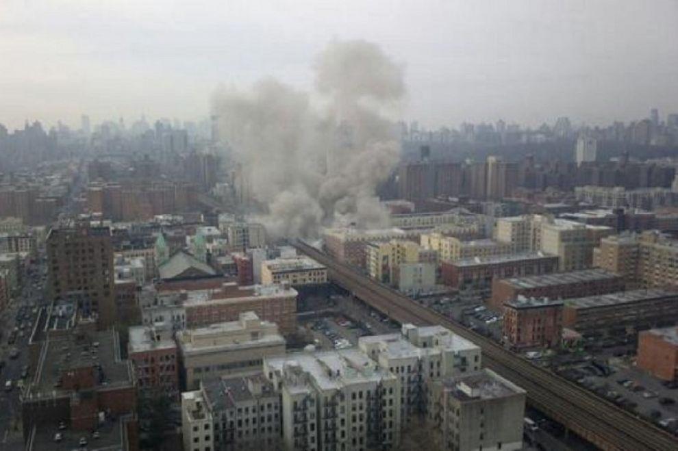 New York, crolla palazzo a Manhattan, imprecisato numero di morti