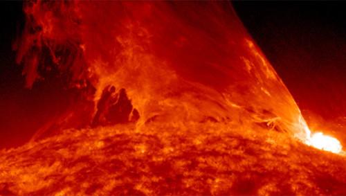 Registrata enorme eruzione solare: tempesta magnetica in arrivo?