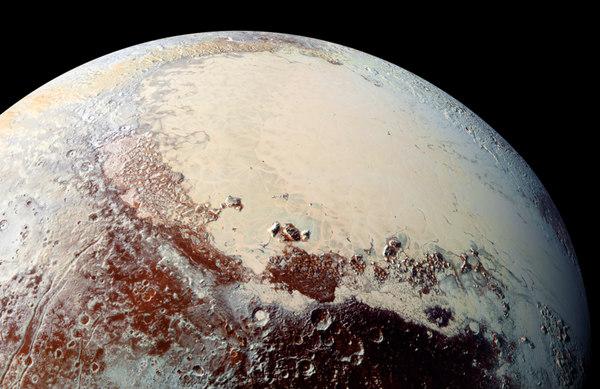 I mille colori di Plutone ripresi negli scatti della NASA