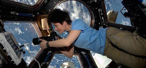 Samantha Cristoforetti al Festival della Scienza: la Terra è piena di cose meravigliose