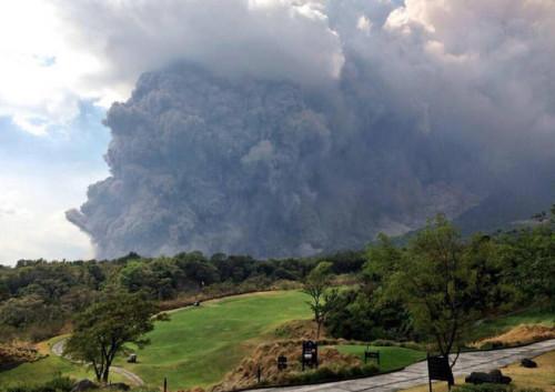Colossale eruzione del vulcano Fuego in Guatemala