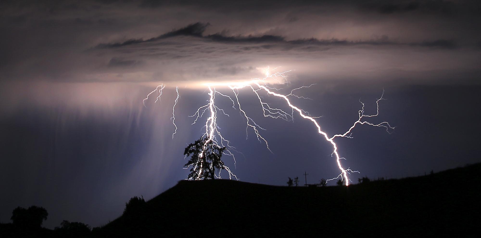 Nel sud Italia in due giorni sono caduti più di 10 000 fulmini