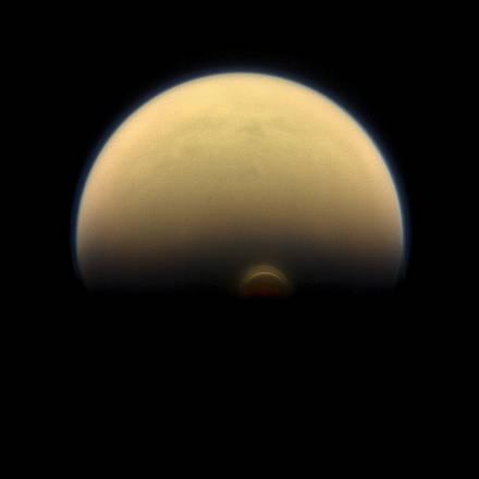 La sonda Cassini scopre una nube spaventosa su Titano