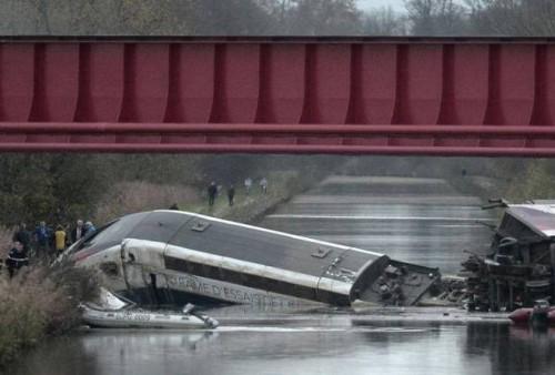 Francia: treno alta velocità deragliato vicino Strasburgo: 10 morti