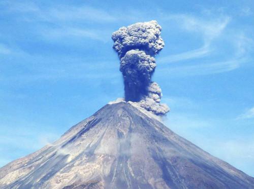 Vulcano Colima: nuova eruzione spaventa il Messico