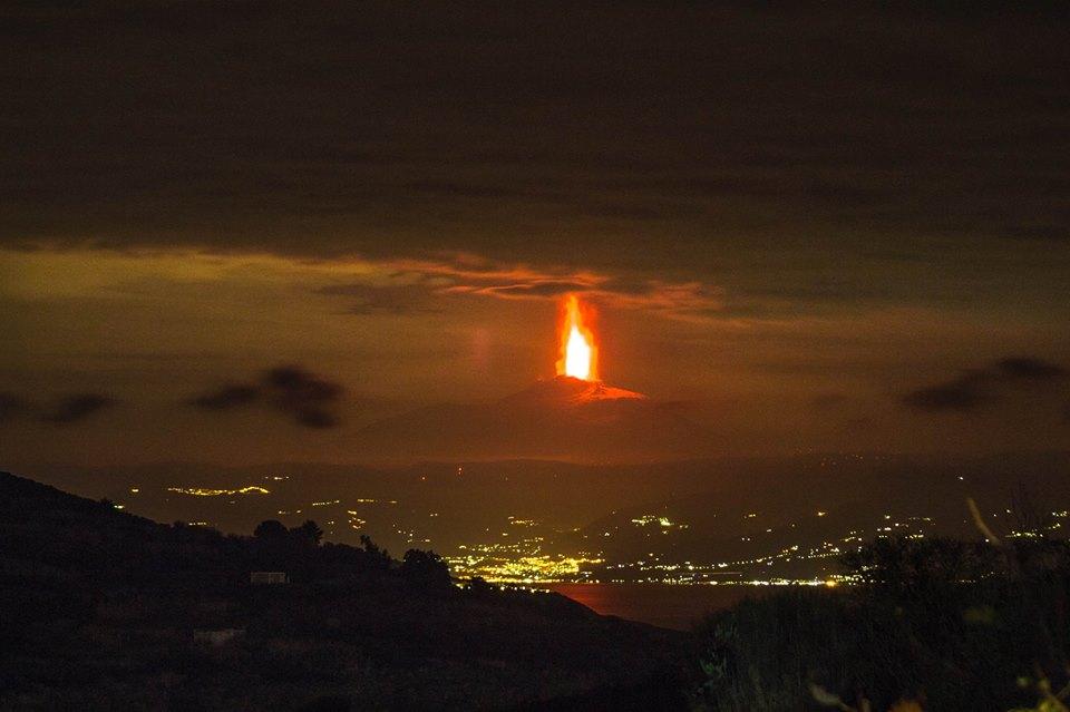 Eruzione Etna: nuovo violentissimo parossismo in atto
