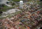 Maltempo negli Stati Uniti, tornado e alluvioni a Est, neve e blizzard a Ovest, 44 le vittime