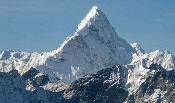 Everest, il drammatico aumento dei laghi sui ghiacciai