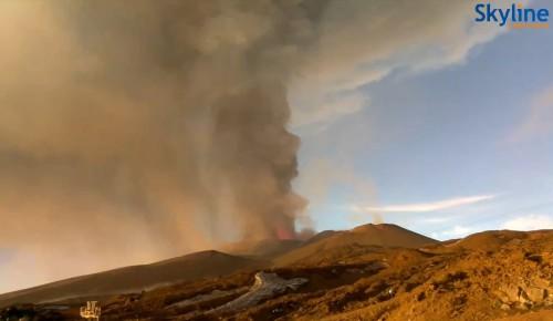 Eruzione Etna 5 Dicembre 2015: fontane di lava e boati