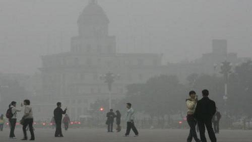 Inquinamento, allarme a Pechino: bloccata la circolazione veicolare