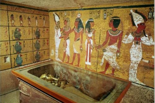 Dietro la tomba di Tutankhamon ci sarebbe una stanza nascosta da millenni