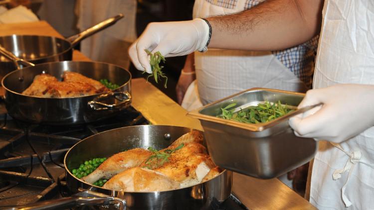 Salute, mangiare cibo riscaldato può risultare dannoso