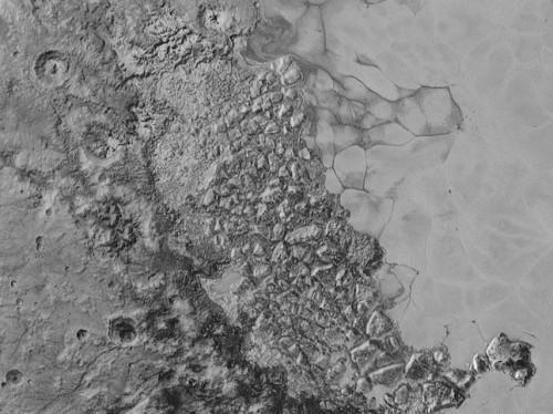 Astronomia, risolto il mistero del fiume ghiacciato su Plutone