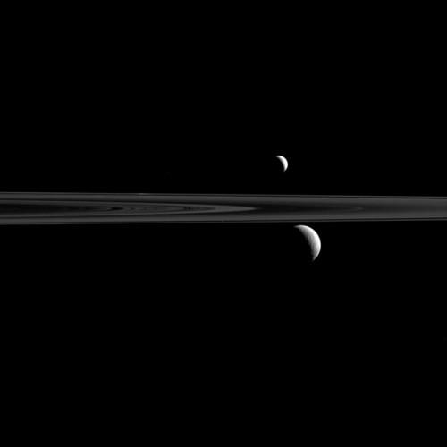 Astronomia,  tre Lune di Saturno in una sola foto