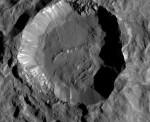 Spazio, la foto in dettaglio del cratere di Cerere