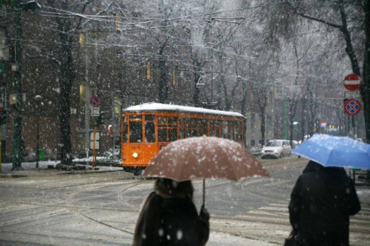 Neve a Milano, fiocchi segnalati in città