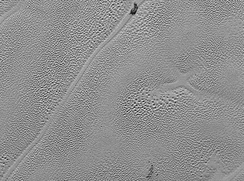 Plutone, spunta una X sulla superficie