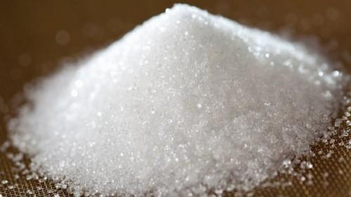 Salute: mangia quaranta cucchiai di zucchero al giorno, le conseguenze