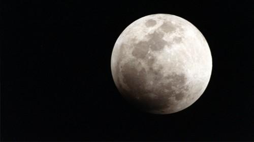 Astronomia, l'asse di rotazione della Luna si è spostato di sei gradi