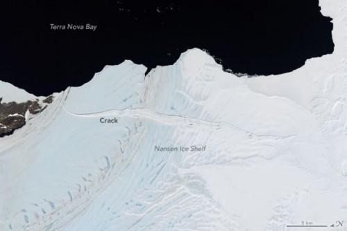 Antartide: iceberg in formazione sulla piattaforma di ghiaccio Nansen