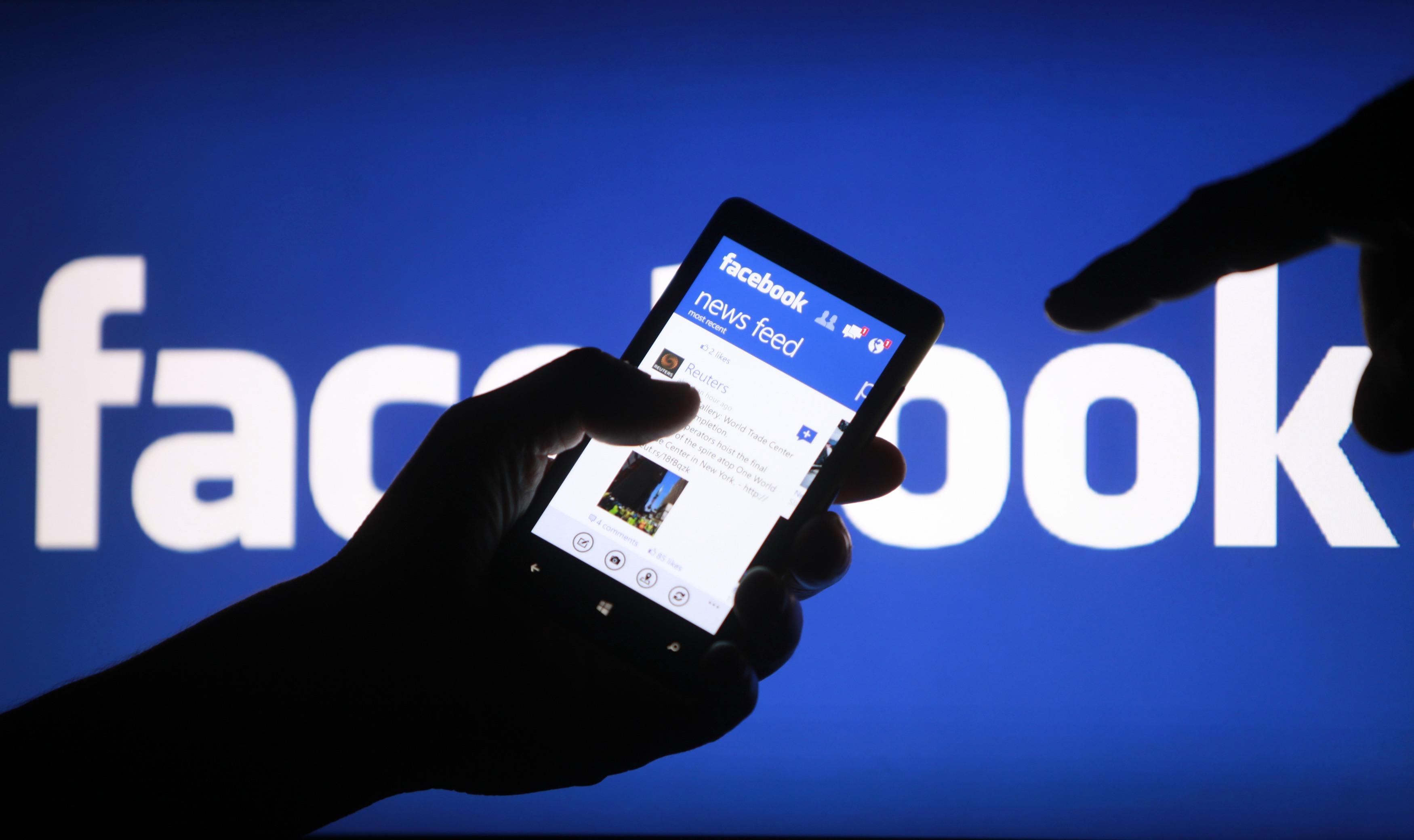Facebook come WhatsApp, stop agli aggiornamenti per BlackBerry