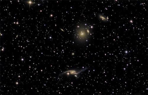 Galassie brillanti come 100 miliardi di soli, scoperta shock degli astronomi
