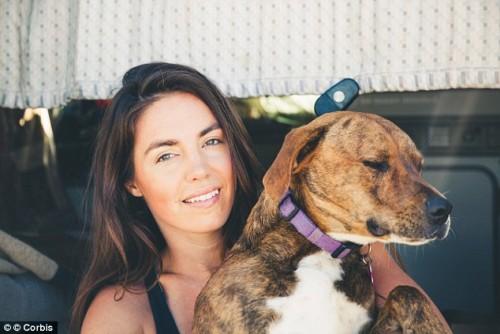Abbracciare i cani: ecco perché non è una buona idea