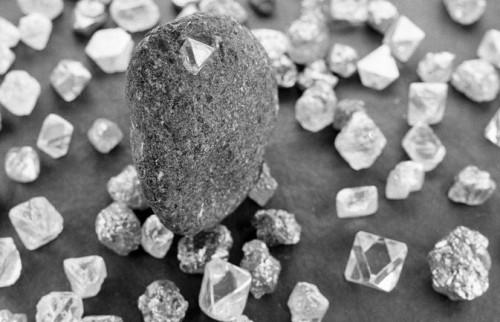 Nuova varietà di diamanti scoperta nella lava del vulcano Tolbachik