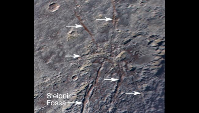 Plutone: un 'ragno gigante' osservato sulla superficie