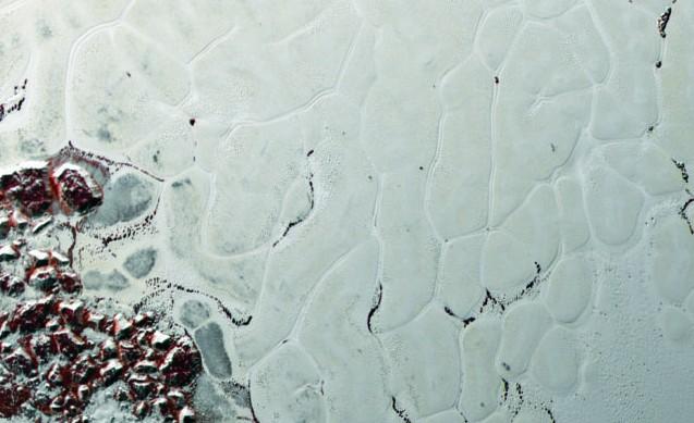 Plutone: la superficie si 'muove', l'incredibile scoperta degli scienziati