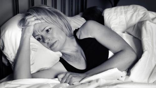 Salute: i gravi danni all'umore delle interruzioni del sonno